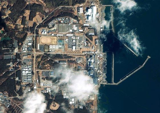 Leteck� z�b�r na jadernou elektr�rnu Fuku�ima (12. b�ezna 2011)
