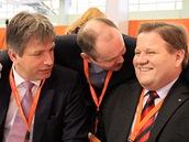 Sjezd �SSD v Brn� - (zleva) brn�nský primátor Roman Onderka, jihomoravský hejtman a kandidát na p�edsedu �SSD Michal Ha�ek a Zden�k �kromach (18. b�ezna 2011)