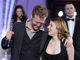 Oscar - Glen Hansard a Markéta Irglová s cenou za nejlepší filmovou píseň