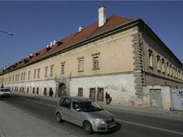 Olomoucká Staroměstská kasárna ve Studentské ulici před obnovou.