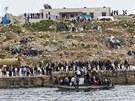 Italský ostrov Lampedusa zaplavují uprchlíci z Afriky (29. března 2011)