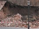 Zřícená část hradeb u Adalbertina v Hradci Králové (28. března 2011)