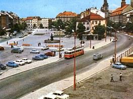 Dobový pohled na Masarykovo náměstí v Jihlavě bez Prioru.
