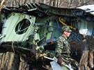 Odklízení trosek polského letadla v ruském Smolensku. (14. dubna 2010)