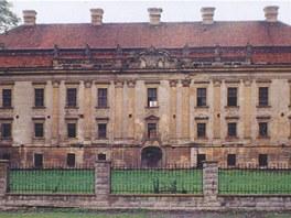 Zámek v Kuníně na konci 90. let připomínal spíše ruinu.