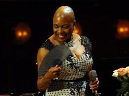 Dee Dee Bridgewater na pražském koncertě v Obecním domě (2. dubna 2011)