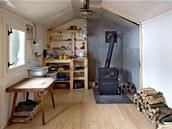 Herec Stanislav Majer je vyučený truhlář. Spolu s otcem tu udělali dřevěnou podlahu.