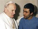 Jan Pavel II. a Turek Ali Agca, kter� se pape�e v roce 1981 pokusil zab�t