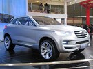 Automobilka FAW je třetí největší v Číně, na autosalonu má jeden z největších stánků