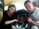 Dannii Minogue s p��telem Krisem Smithem a jejich synem Ethanem