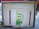 Celníci prohlíželi rentgenem tisíce poštovních zásilek, aby nezákonné látky objevili.