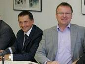 Předseda představenstva hradeckého hokeje Martin Soukup (vpravo) a mecenáš Petr Dědek.