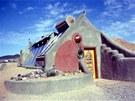 Dům z odpadu amerického architekta Michaela Reynoldse