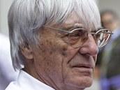 ��F FORMULE. Bernie Ecclestone, ��f F1, se bav� v Turecku s novin��i.