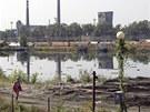 Ostravské ropné laguny obtěžují zápachem blízké sídliště.