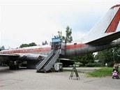 Známé olomoucké letadlo, sovětský Tupolev TU-104A, které stojí u bazénu od roku...
