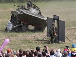 Vzpom�nkov� akce na boje o pevnosti na Hlu��nsku za 2. sv�tov� v�lky s uk�zkou modern� vojensk� techniky v Darkovi�k�ch.
