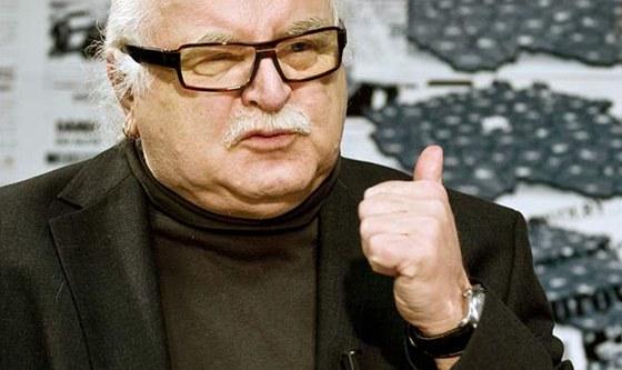 Milan Knížák při rozhovoru s Barborou Tachecí.