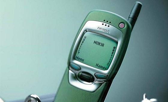 Nokia 7110 - 1999 Nokia 7110: Velk� displej a podpora protokolu WAP byla to, co zp�sobovalo popularitu tohoto telefonu.
