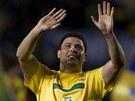 POSLEDNÍ OVACE. Někdejší nejlepší fotbalista světa Ronaldo nastoupil za brazilskou reprezentaci v přípravě proti Rumunsku. Přestože výkonnost už nemá, diváci v Sao Paulu ho za minulé zásluhy bohatě odměnili.