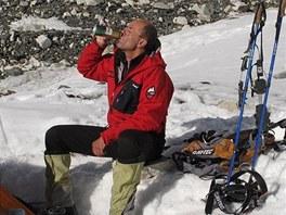 PAUZA. Radek Jaroš v jednom z výškových táborů při výstupu na Lhoce