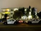 Policie a FBI před domem v Santa Monice, kde byl zatčen James Bulger (22. června 2011)