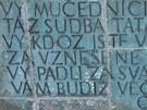 Nápis na zdi pietního místa Zámeček v Pardubicích