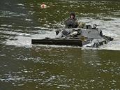 Plavba s bojovým vozidlem BVP.