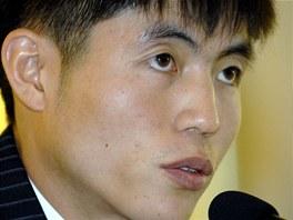 Shin Dong-hyuk přežil dvaadvacet let útrap v severokorejském koncentračním táboře a svým příběhem chce upozornit na osudy statisíců vězňů.
