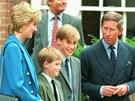Malý princ William s bratrem Harrym a rodiči, princeznou Dianou a princem...