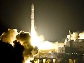 Start rakety firmy Sea Launch 20. dubna 2009. Při svém posledním startu před bankrotem společnosti do kosmu Zenit vynesl družici SICRAL 1B.