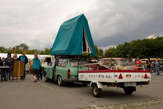 Trabant vystrojený na dovolenou