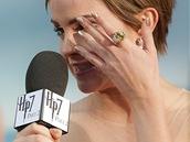 Premi�ra filmu Harry Potter a Relikvie smrti - ��st 2: Emma Watsonov� se rozplakala p�i d�kovn� �e�i (Lond�n, 7. �ervence 2011).