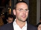 Murdochův syn James (vpravo), bývalá šéfredaktorka News of the World Rebeka