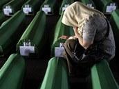 Na h�bitov� je k dne�ku poh�beno 4524 z celkem asi 8000 ob�t� srebrenick�ho masakru.