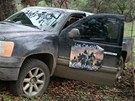 Mexický voják stojí automobilu bojovníků nového drogového kartelu Templářů