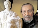 Jaroslav Hanzík s modelem sochy Františka Ulricha