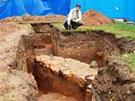Archeologick� pr�zkum na n�m�st� 28. ��jna v Hradci Kr�lov� odhalil z�klady