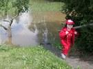 Až v sobotu odpoledne kulminovala rozvodněná Dědina v Polánkách, kde zaplavila