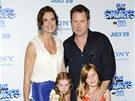 Brooke Shieldsová s manželem Chrisem Henchym a dcerami (2011)