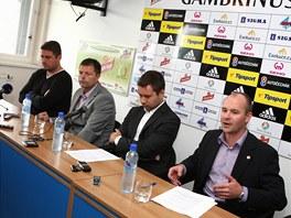 Vedení fotbalové Olomouce.  Zleva: bývalý trenér Zdeněk Psotka, předseda