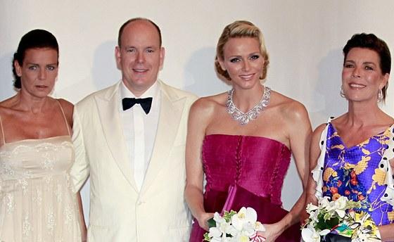 Monack� kn�e Albert II. s man�elkou Charlene a jeho sestry, princezny