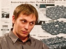 Režisér Jiří Vejdělek při rozhovoru s Barborou Tachecí