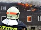 Rozsáhlý požár zcela zničil chátrající Petrovu boudu na hřebenech Krkonoš. (1.