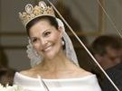 Princezna Victoria zvolila elegantní šaty od švédského návrháře Pär Engshedena.