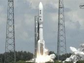 Raketa Atlas 5 se sondou Juno vyráží k Jupiteru