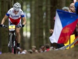 ZÁVODÍ DOMA. Biker Jaroslav Kulhavý vyhrál závod Světového poháru horských kol