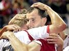 Slávista František Dřížďal objímá Stanislava Vlčka při utkání Ligy mistrů proti Ajaxu Amsterdam. (29. srpna 2007)