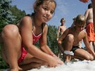 Po propršeném létě, které místo plavek přálo spíš gumákům a svetrům, praskají...