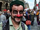 Fringe Edinburgh 2011 - Cirk La Putyka předvádí své umění v dešti (J. Kohout)